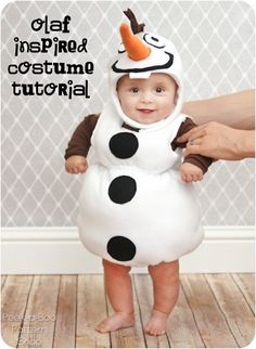 Olaf Inspired Costume Tutorial - - Do you want to build a snowman? Turn your kiddo into a darling snowman with this fun Olaf inspired costume tutorial! Made from fleece this snowman costume is a quick and easy sew! Diy Halloween, Baby Costumes, Halloween Costumes For Kids, Baby Olaf Costume, Halloween Carnaval, Tutorial Fantasia, Snowman Costume, Christmas Gifts For Mum, Christmas Decorations