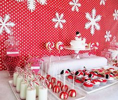 Christmas dessert table maybe snowflakes Christmas Deserts, Christmas Goodies, Christmas Candy, Christmas Treats, Christmas Holidays, Christmas Decorations, Christmas Flowers, White Christmas, Xmas Party