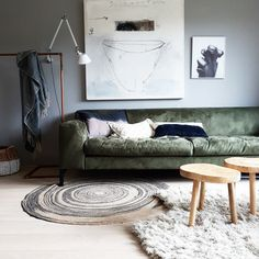 50 Cozy Small Living Room Decor Ideas on A Budget Living Room Decor 2018, Home Living Room, Interior Design Living Room, Bedroom Decor, Green Couch Decor, Small Space Interior Design, Living Room Inspiration, Home Furniture, Home Decor