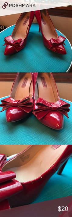 ❤️Red BJ Bow High Heels-Cute!❤️ These shoes are stellar! I have in a few different colors and love them-cute, comfy, not too high, big bow, versatile! Some wear on these, please see the pics. A small crack & black mark on the right shoe but it's not noticeable. Tips just need replaced on the heels and I don't like messing with that. Not noticeable when on...as u can see I wore them down. Fire-engine red...statement shoes! 😍 Snag these now, I bundle to save u $$! 🎉🎉😄😄 Betsey Johnson…