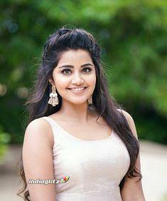 Indian Actress Hot Pics, Indian Bollywood Actress, Bollywood Girls, Tamil Actress Photos, South Indian Actress, Indian Actresses, Beautiful Blonde Girl, Beautiful Girl Indian, Beautiful Girl Image