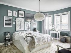 Het effect van koelblauwe muren in een licht, Scandinavisch appartement - Roomed