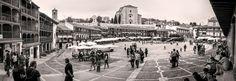 La imagen del fin de semana. La Plaza Mayor vista desde la entrada de la calle de los Huertos. El mejor sitio para contemplarla. #DescubreChinchón