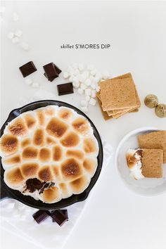 S'mores are definitely on our brain. It might have something to do with this forestbirthday celebration infused with our favorite campfire dessert. But this S'mores Dip, crafted byThe Shift Creativeis blowing all previous large fire needed notions out of the water. With a skillet, an oven and about 15 minutes of time...