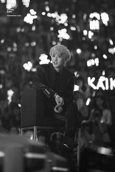 chanyeol with silver hair can make even the most emo people smile Baekhyun Chanyeol, Exo K, Kaisoo, Chanbaek, K Pop, Rapper, Exo Luxion, Xiuchen, Exo Members