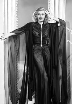 Ginger Rogers in Shall We Dance Old Hollywood Glam, Hollywood Fashion, Golden Age Of Hollywood, Hollywood Stars, Classic Hollywood, Film Fashion, Hollywood Celebrities, Hollywood Actresses, Star Fashion