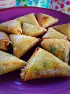 Cheese samosas, a delicious recipe - Kristel& workshop - Samoussas au fromage, une recette très gourmande – L'atelier de Kristel Bricks / Samossa ste - Healthy Breakfast Recipes, Easy Dinner Recipes, Gourmet Recipes, Beef Recipes, Chicken Recipes, Samosas, Empanadas, Meat Appetizers, Appetizer Recipes