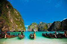 Die berühmte Maya Bay auf Koh Phi Phi Leh in Thailand Khao Lak Beach, Railay Beach, Krabi, Phuket, Places Around The World, Around The Worlds, Lamai Beach, Phi Phi Island, Water Pictures