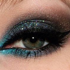 Glitter eyeshadow eyes girl makeup glitter pretty eyeshadow make-up Glitter Makeup, Glitter Eyeshadow, Sparkly Makeup, Glitter Hair, Prom Makeup, Beauty Make-up, Beauty Hacks, Skin Makeup, Eyeshadow Makeup