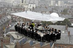 Restaurant in the sky. Located in a number of countries. Gourmet dinner served in a restaurant lifted way high and then brought down at the end. The kitchen/chef is in the middle of the dining area. #restaurants #unique places #food #gourmet