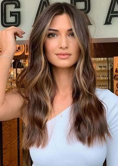 Cutest Face Framing Long Balayage Hairstyles for Women in 2020 Golden Highlights Brown Hair, Brown Hair Balayage, Brown Blonde Hair, Hair Color Balayage, Purple Highlights, Brown Highlighted Hair, Highlights Around Face, Face Frame Highlights, Brunette With Caramel Highlights