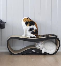 The LUI cardboard cat scratcher and lounger by myKotty is a stylish, multifunctional piece of cat furniture that playful pussies will love getting their claws into.