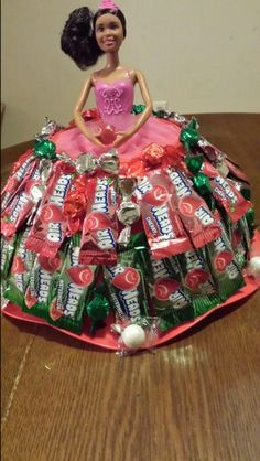Sucker Bouquet, Candy Bouquet, Bridal Gift Wrapping Ideas, Candy Dress, Holiday Gifts, Holiday Decor, Chocolate Bouquet, Candy Gifts, Jenni