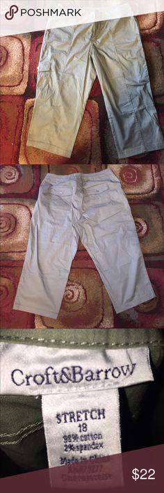 Croft&barrow mid rise Comfrot Waist Cargo Capri NWOT croft & barrow Pants Capris