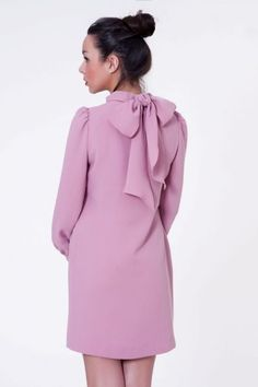 Vestido rosa palo con lazada al cuello  #invitadasboda #vestidosfiesta #vestidoscortos  http://www.apparentia.com/mujer/vestidos/cortos/ficha/1591/vestido-con-lazo-rosa/
