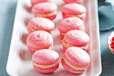 Strawberry Macarons with white choc & strawberry purée filling. Strawberry Macarons Recipe, Macaron Recipe, Strawberry Recipes, Fun Desserts, Delicious Desserts, Yummy Food, Dessert Ideas, Coles Recipe, Masterchef Recipes
