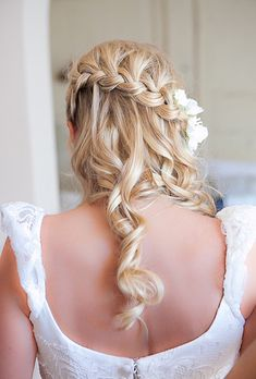 Brides: Waterfall Braid Wedding Hairstyle. Throwing a destination wedding? Getting the hairstyle you want after long travels and in an unfamiliar locale is trickier than it would be if you were celebrating at home. Luckily, we asked Brides Live Wedding sponsor Neutrogena's hairstylist Sam Leonardi to reveal his expert tips and tricks to getting your tresses to travel in style — and how to beat foreign climate conditions such as excessive heat and humidity.