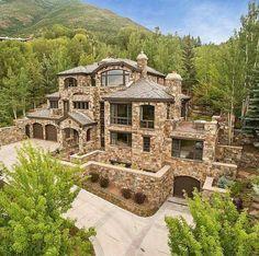 Unpack your Dream House Dream Mansion, Mega Mansions, Big Houses, House Goals, My Dream Home, Dream Homes, Exterior Design, Stone Exterior, Future House