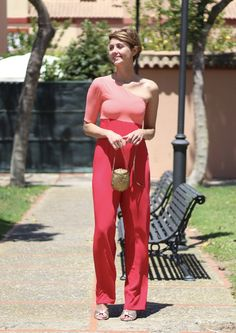 Mono de fiesta Koahari, sandalias ASOS, bolso mango Zara. Pelo corto rubio pixie hair cut, bob, invitada perfecta Look Formal, Leather Pants, Zara, Jumpsuit, Street Style, Dresses, Fashion, Short Blonde, Neckline