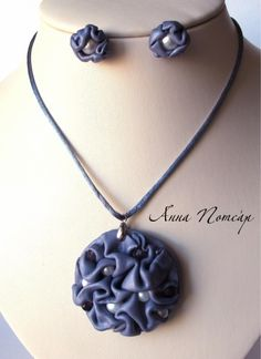 Its in russian, so you will have to translate, but it is a polymer clay necklace with pearls. So pretty! Polymer Clay Necklace, Polymer Clay Pendant, Fimo Clay, Polymer Clay Projects, Polymer Clay Creations, Polymer Clay Art, Clay Texture, Leather Jewelry, Biscuit