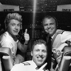 ini pilot nya ikutan narsis jg hahaha