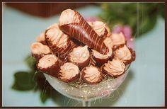 Anastácia Rocha: Doces Finos, Bem Casados, Lembranças, Cupcakes e Bolos Decorados.: Cardápio de Doces Finos--*Cones Trufados* Cones de biscuit crocante recheado com trufa de caramelo