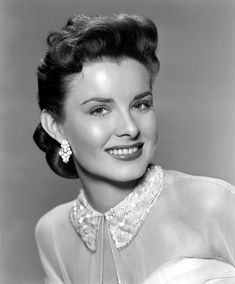 Ardis Ankerson Born September Died, July Known as Brenda Marshall, was a Filipino-born American film actress. Old Hollywood Glamour, Golden Age Of Hollywood, Vintage Glamour, Vintage Beauty, Classic Hollywood, Vintage Hollywood, Curly Hair Tips, Curly Hair Styles, Brenda Marshall