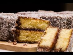 Čupavci, or the Croatian lamingtons, are jam-filled sponge cake squares coated with an outer layer of chocolate sauce and rolled in desiccated coconut. Tv Chefs, Croatian Recipes, No Bake Cake, Food And Drink, Easy Meals, Gem, Sweets, Baking, Desserts