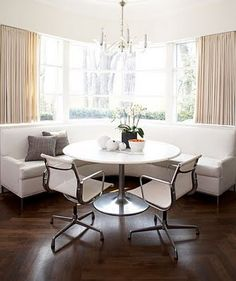 banquette with round table