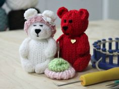 Loom Knit Tiny Teddy Bears : Loom Knit Tiny Teddy Bears – Awesome Knitting Ideas and Newest Knitting Models Loom Knitting Projects, Loom Knitting Patterns, Yarn Projects, Knitting Ideas, Knitting Loom Dolls, Knitting Designs, Knitted Stuffed Animals, Knitted Animals, Knitted Teddy Bear
