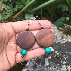 Boucles d'oreilles ethniques en graines acai vert lagon et palets de bois