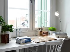 Workspace in front of the window l Stadshem