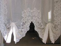 vintage lace curtains <3