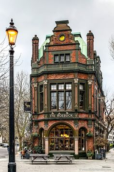 This historic pub in London is one of the best pubs in London. An old pub in London is a beautiful thing, and this one in Borough, London is great. - Best Pubs in London - A Lady in London Beautiful Architecture, Beautiful Buildings, Interior Architecture, Beautiful Places, London Architecture, British Architecture, Historical Architecture, Places To Travel, Places To Go