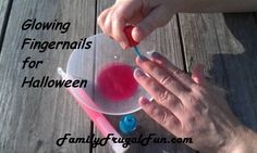 Glowing Fingernail polish - Fun and frugal recipe for Halloween
