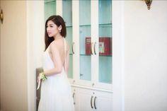 Đầm maxi cổ yếm hở lưng màu trắng sang trọng