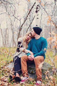 52 Romantic Fall Engagement Photo Ideas | HappyWedd.com