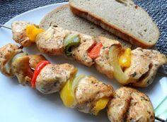 Nejlepší recepty na špízy | NejRecept.cz Baked Potato, Sushi, Potatoes, Meat, Chicken, Baking, Ethnic Recipes, Red Peppers, Potato
