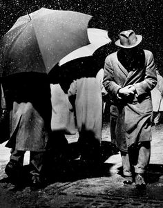 new york city, 1950 [original] © dennis stock/ magnum photos, from a year in photography - magnum archive Magnum Photos, Street Photography, Art Photography, Dennis Stock, William Wegman, Foto Poster, Today Pictures, Photo D Art, Under My Umbrella