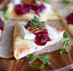 Looking for recipes using naan bread? These delectable cranberry pecan brie bites will have your taste buds thanking you. Yummy Appetizers, Appetizers For Party, Appetizer Recipes, Snack Recipes, Cooking Recipes, Thanksgiving Recipes, Fall Recipes, Holiday Recipes, Brownie Cookies