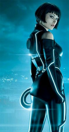 Inside the upcoming film Tron: Legacy from the set of the film that finds Jeff Bridges returning to an iconic role. Bridges is reprising his role from Tron in the upcoming Tron: Legacy and we've got the inside scoop from star Olivia Wilde. Tron: O Legado, Tron Costume, Arte My Little Pony, Tron Art, Die Wilde 13, Science Fiction, Short Black Hairstyles, Cyberpunk Art, Sci Fi Movies