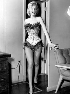 ❤ Marilyn Monroe ~*❥*~❤ with an 18-inch waist in this corset, on the set of River of No Return.