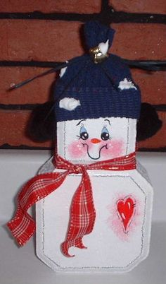 Pin by Susan Hickey on Rock this world Christmas Wood, Christmas Snowman, Christmas Projects, Christmas Ornaments, Christmas Decor, Brick Crafts, Stone Crafts, Wood Crafts, Painted Pavers