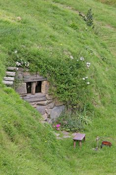 Hidden house (secretly: Operation Hobbit Hole) - a well-sheltered underground house with hobbit-style entrance. I would love to live in a hobbit-like house. It would be built completely into the hillside and underground. Earthship, Hobbit Hole, The Hobbit, Hidden House, Underground Homes, Underground Living, Underground Shelter, Unusual Homes, Earth Homes