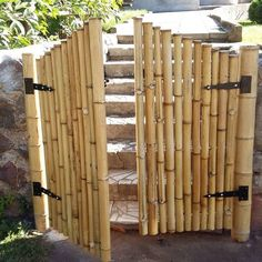 Bamboo Crafts: 70 ideas for decorating your home - Modern Bamboo Roof, Bamboo Art, Bamboo Crafts, Bamboo Ideas, Bamboo Fencing Ideas, Bamboo Garden Fences, Bamboo House Design, Bamboo Building, Bamboo Structure