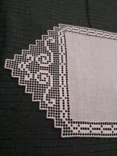 Mariolina dell'Abate Sfilato siciliano '700 Centrino Filet Crochet, Diy Crochet, Loom Patterns, Embroidery Patterns, Cross Stitch Borders, Doilies, Needlework, Diy And Crafts, Knitting