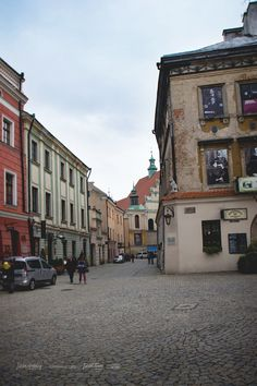 Jewish restaurants and christian churches - diversity all based on centuries of experience | #lublin #lublinianie #poland #polska #europa #europe #oldcity #old #town #city #citybreak #travelgram #instatravel #citybreak #break #trip