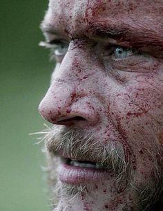 Bloody Ragnar Lothbrok (Travis Fimmel) fighting for princess Kwenthrith on Vikin. - Bloody Ragnar Lothbrok (Travis Fimmel) fighting for princess Kwenthrith on Vikings -