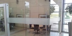 What do you think of this elegant frosted vinyl installation? Modern Office Design, Dining Table, Windows, Mirror, Elegant, Furniture, Home Decor, Classy, Homemade Home Decor