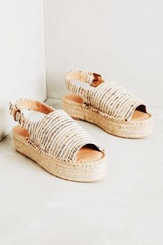 Platform sneakers are sneakers, footwear, or shoes with an apparent sturdy merely. Cute Sandals, Cute Shoes, Me Too Shoes, Shoes Sandals, Sandal Wedges, Sock Shoes, Shoe Boots, Espadrilles, Mode Inspiration